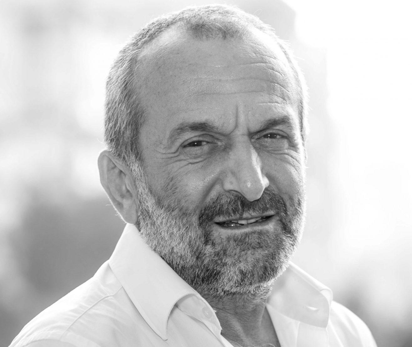 حازم الأمين - صحافي وكاتب لبناني