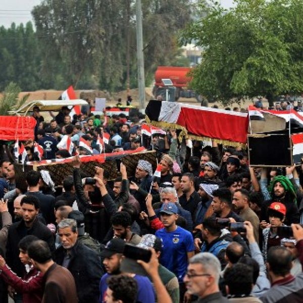 Iraqis carry the coffins of anti-government demonstrators killed during protests a day earlier, during a funeral procession in the central holy shrine city of Najaf on November 29, 2019. - Nearly 45 people were reportedly killed and hundreds wounded across Iraq yesterday, at least 16 of them in Najaf, a day after the torching of Iran's consulate there. (Photo by Haidar HAMDANI / AFP)