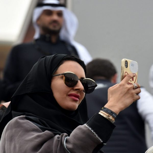 saudi-woman-doing-selfie-