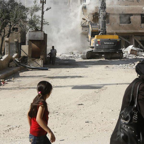 syria women walking