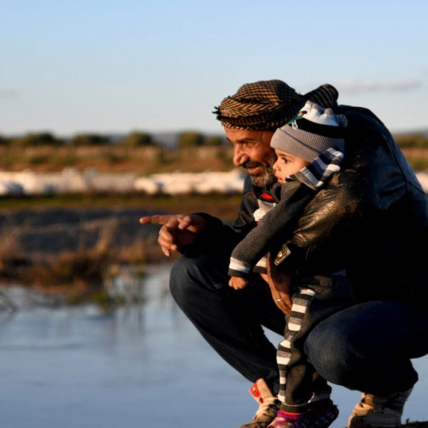 syrian-mand-with-kid-